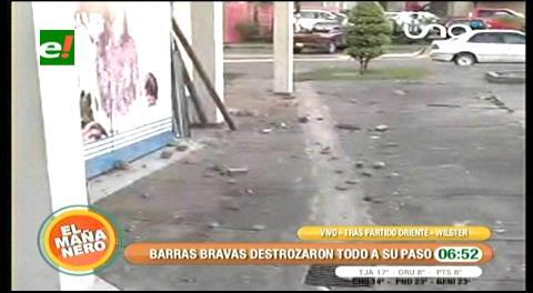 Hinchas de Oriente provocan destrozos en Prosalud del Parque Urbano