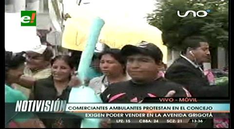 Santa Cruz: Ambulantes de la Grigotá protestan en el Concejo Municipal