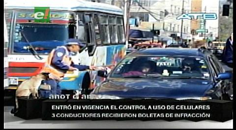 En Cochabamba aplican norma que prohíbe a choferes el uso de celulares