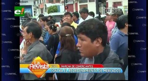 Comerciantes marchan contra ley que favorecería a ambulantes