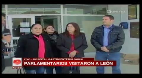 Parlamentarios opositores visitan a Eduardo León para brindarle su apoyo