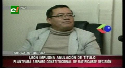 León busca revocar anulación de su título profesional