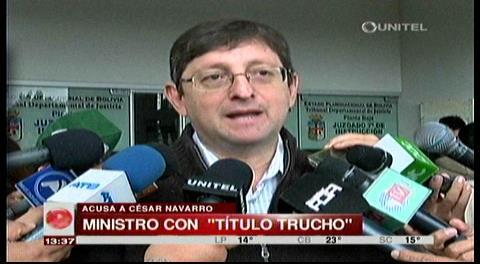 Senador Ortiz pide que anulen el título del ministro de Minería y de García Linera