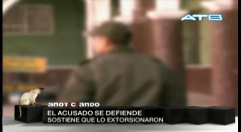 Policía acusado de violar a una joven afirma que fue extorsionado y presenta pruebas