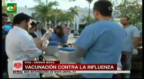 Instalan punto de vacunación contra la influenza en la Plaza 24 de Septiembre