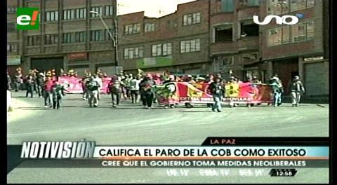 Marcha de Fabriles ingresa al centro paceño y Gobierno ratifica cierre de Enatex