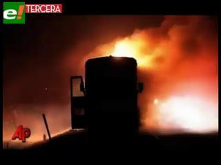 Impactantes imágenes: pasajeros escapan de bus en llamas