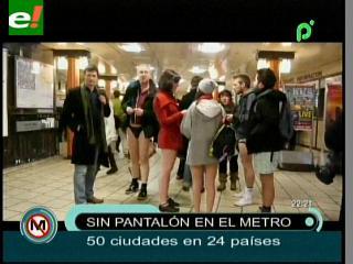 Jóvenes pasean en el Metro sin pantalones