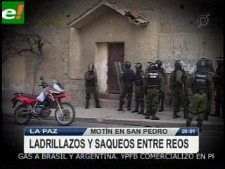 Violenta tarde en San Pedro, reclusos se enfrentan por falta de espacios