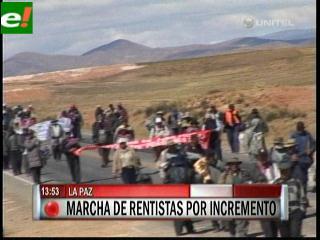 Jubilados se acercan a La Paz y piden negociar con ministros