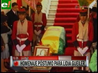 Lidia Gueiler es despedida con honores
