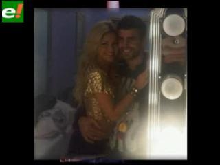 Piqué disfruta de Shakira en el camerino