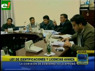 Oficialismo aprueba en detalle traspaso de identificaciones
