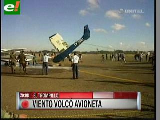 Vientos vuelcan una avioneta en El Trompillo