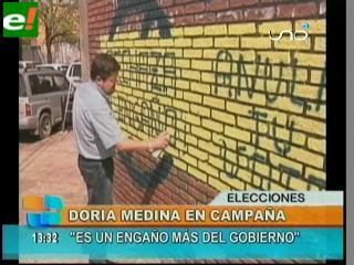 Samuel pinta paredes a favor del voto nulo