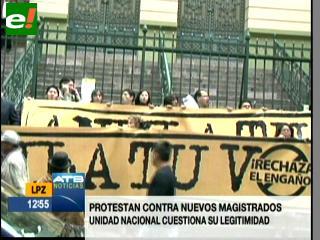 Militantes de UN protestan por posesión de nuevos magistrados