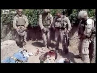 """La furia del Talibán por el video de """"soldados orinando sobre cadáveres"""""""