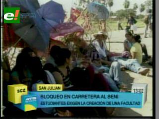 Universitarios bloquean la carretera a Beni en San Julián