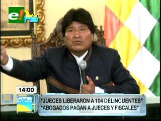 Morales acusa a jueces por liberar a 104 delincuentes