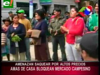 Sucre: Amas de casa bloquean y amenazan con saquear el mercado campesino