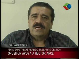 Opositor Flores Reus destaca trabajo de Héctor Arce