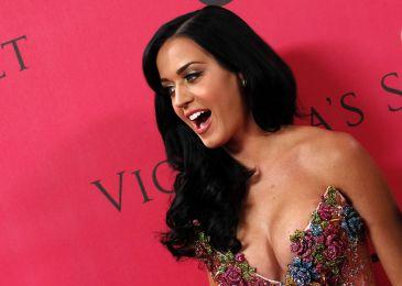 Katy Perry se mantiene en forma saltando a la cuerda