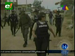 Ecuador: Muchedumbre destruye una estación policial, querían linchar a unos supuestos asesinos