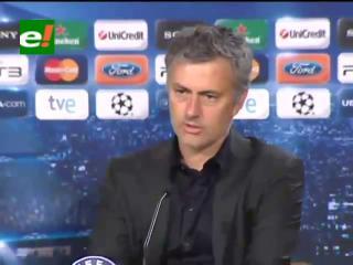 Mourinho: «No podemos forzar tarjetas, otros lo hacen y se ríen en la cara»