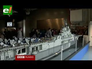 Artista del Lego crea un portaaviones gigante con 250.000 piezas