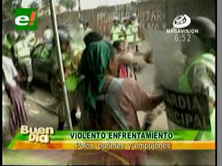 Violento enfrentamiento entre gendarmes y comerciantes en un mercado de la Villa 1ro de Mayo