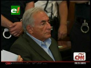 Strauss-Kahn obtiene la libertad bajo fianza por 1 millón de dólares