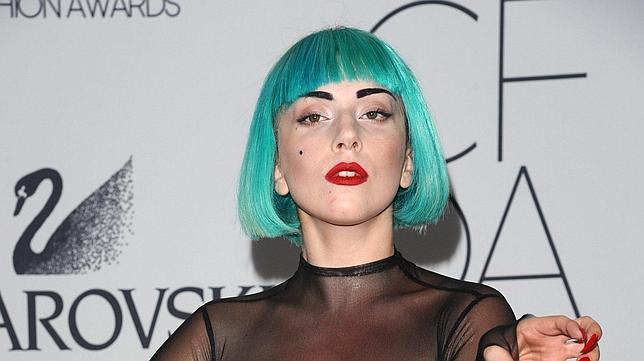 Lady Gaga premia a sus fans con hamburguesas