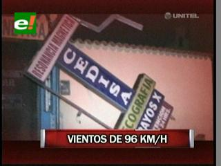Vientos huracanados causan destrozos en Santa Cruz