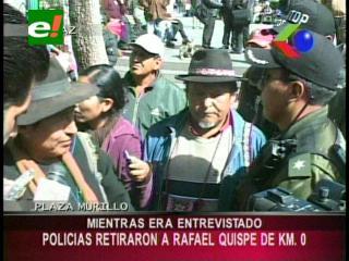 Policía saca de la Plaza Murillo al dirigente Rafael Quispe mientras era entrevistado