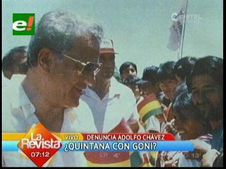 Adolfo Chávez muestra fotografía de Juan Ramón Quintana junto a Sánchez de Lozada