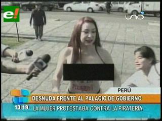 Perú: Escritora brasileña protestó desnuda contra la piratería