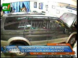 El Torno: Conductor ebrio destruye las instalaciones del Banco Fie