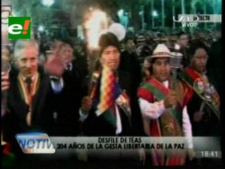 Evo encabezó el Desfile de Teas por los 204 aniversario del grito libertario de La Paz