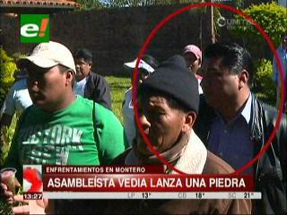 Enfrentamientos en Montero: Asambleísta Lucio Vedia lanza una piedra a los policías