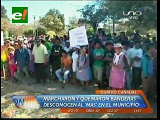 Cuatro Cañadas: Pobladores marcharon y quemaron banderas, desconocen al MAS en el municipio