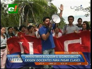 Universitarios realizaron bloqueos esporádicos en demanda de docentes