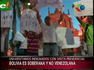Universitarios cruceños protestan en contra de Hugo Chávez