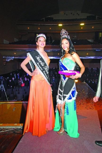 Bellezas. Nicole Barrientos, srta. Potosí y Cecilia Vargas, miss Potosí, luego de ser elegidas como las más bonitas de su región