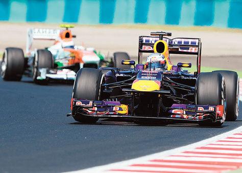 Alemán. El coche Red Bull de Sebastian Vettel mandó ayer en los ensayos libres.