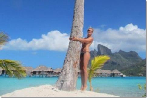 klum_bikini_topless-web
