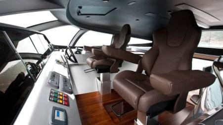 El lujoso buque incluye un controlador en una iPad, lo que le permite al dueño controlar el bote desde una distancia de hasta 50 metros