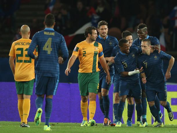 Francia aplastó por 6-0 a Australia y Karim Benzema volvió al gol