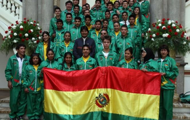 Morales despide a delegación boliviana que participará en los Juegos Bolivarianos en Perú
