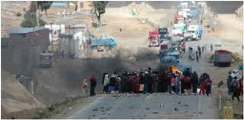 Pobladores de Belén bloquean carrerea internacional Oruro-Pisiga