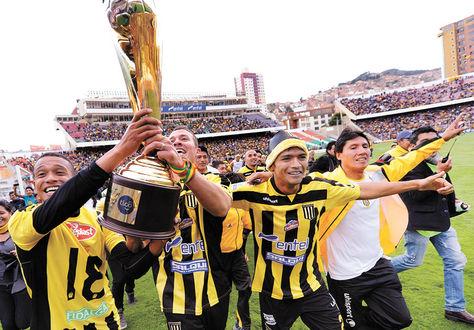 Fiesta. El 22 de diciembre, The Strongest celebró en el estadio Hernando Siles la obtención del título.